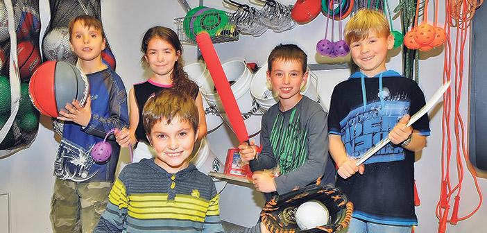 Les jeunes de l'école du Harfang-des-Neiges ont du nouveau materiel pour s'amuser!