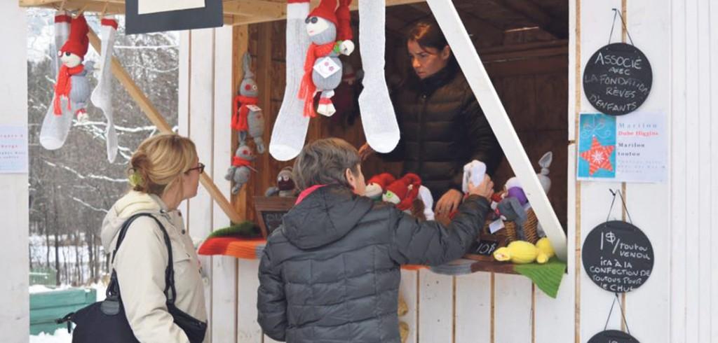 Tradition des Fêtes et occasion privilégiée de connaître les artisans locaux, le Marché de Noël de la Féerie permettait, entre autres, de dénicher des cadeaux originaux. Photo : Malory Lepage