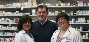 De gauche à droite, les pharmaciennes Stéphanie Pépin, Louise Ardouin et la pharmacienne-chef Lina Guilbault. Absente sur la photo: Julie Grégoire. Photo : Amélie Légaré
