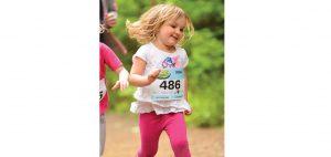 Solie, 3 ans, qui court son 300m avec une joie contagieuse! Photo : Pierre Morin