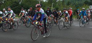 Les cyclistes lors de leur arrivée, après avoir pédalé pendant 24 heures. Photo : Mélissa Côté