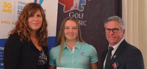 Sarah-Ève Réhaume en compagnie dePatricia Demers, directrice générale de la FAEQ et deJean-Pierre Beaulieu, directeur général de Golf Québec.Photo : Golf Québec