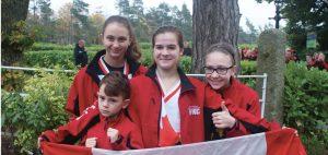 À l'arrière, de gauche à droite, Alicia Gagnon, Océane Côté et Roxanne LaRose-Carignan. À l'avant, Anthony Côté. Photo : courtoisie